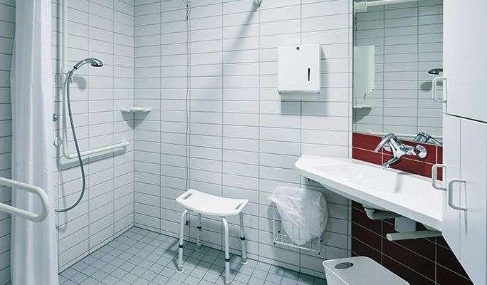Consejos y normativa para adaptar un ba o para for Altura lavabo minusvalidos