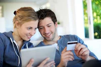 En España las mujeres buscan más online aunque ellos son los que más gastan