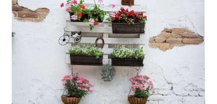 Cuatro jardines verticales que alegrarán tu balcón durante el confinamiento