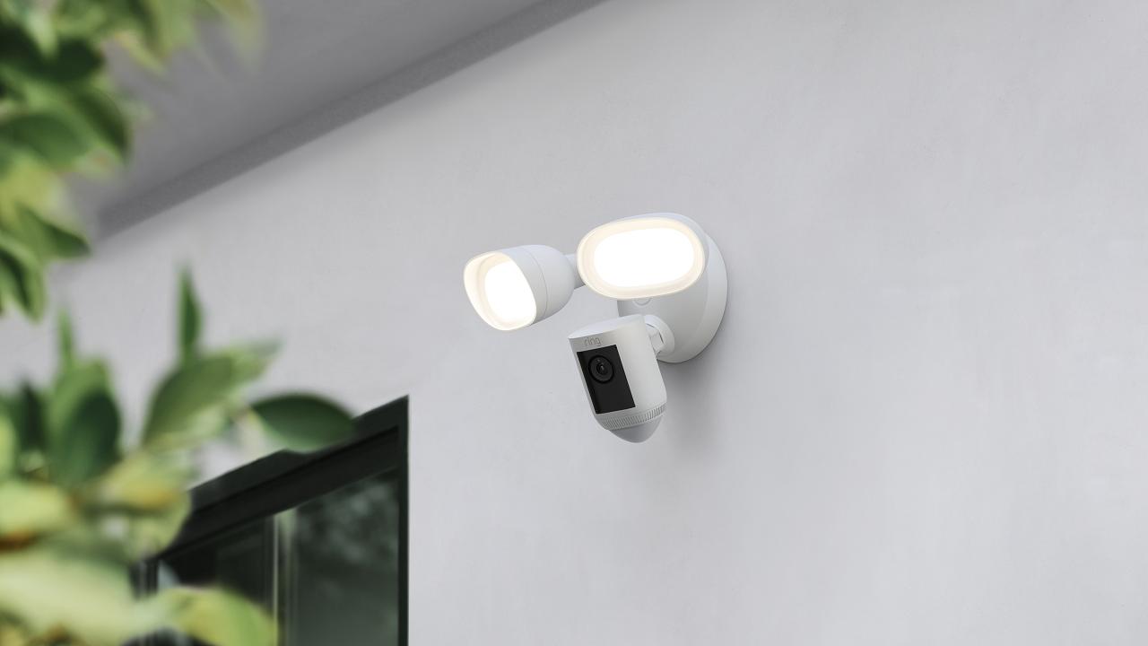 Floodlight Cam Wired Pro, Ring, cámara de seguridad